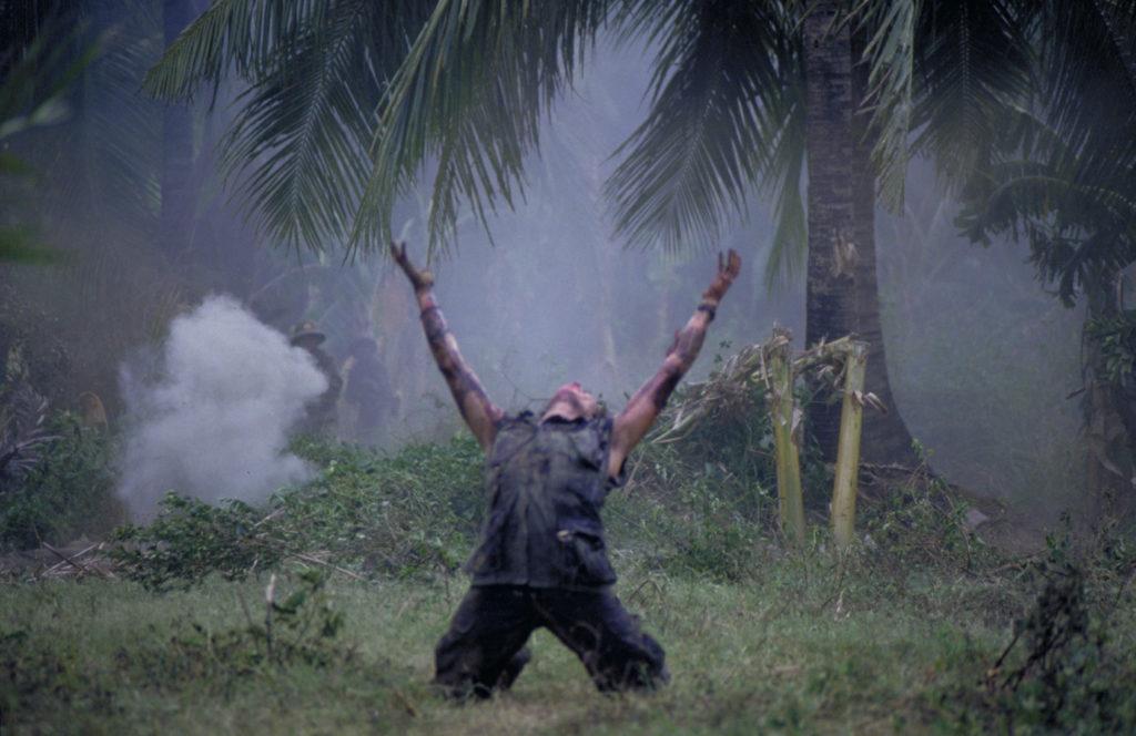 オリヴァー・ストーンが実体験をもとに描いた戦争映画『プラトーン』